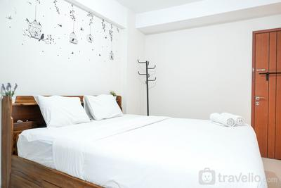 Comfortable Studio Apartment at Green Park View By Travelio