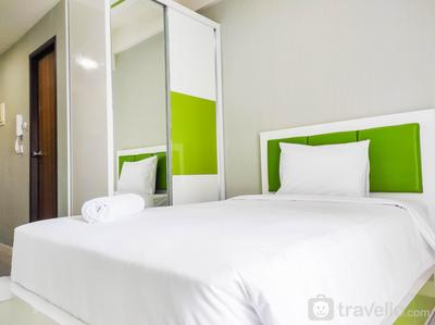 Elegant and Comfy Studio at Vida View Apartment By Travelio