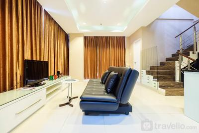 Penthouse 3BR Sunter Park View Apartment By Travelio
