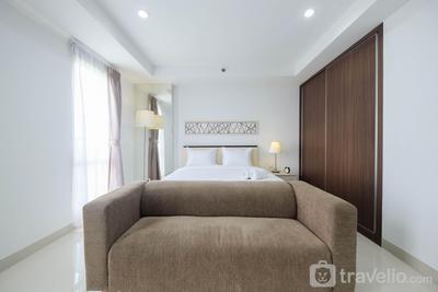Luxury Studio Room at Azalea Suites Apartment By Travelio
