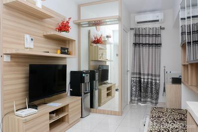 Modern 2BR Apartment @ Springlake Summarecon By Travelio