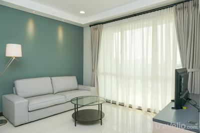 Comfy 4 Pax 2BR Apartment at Gallery West Residence By Travelio