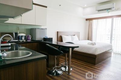 City View Studio Apartment at Tamansari La Grande By Travelio