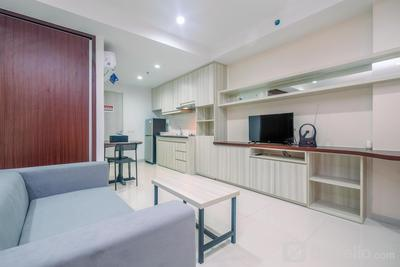 Fully Furnished with Cozy Design Studio Azalea Suites Apartment By Travelio