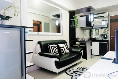 Cozy Living 2BR at Gunawangsa Merr Apartment By Travelio