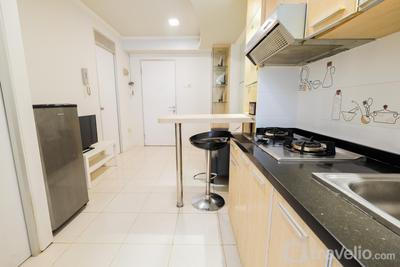 Budget 2BR Apartment Gading Nias Emerald Access to Pool By Travelio