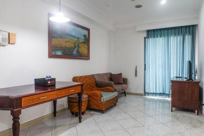 Spacious Classic 1BR Apartment at Taman Beverly By Travelio