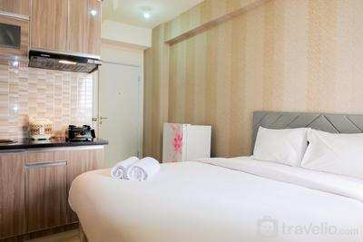 Comfortable Fully Furnished Studio Green Pramuka City Apartment By Travelio