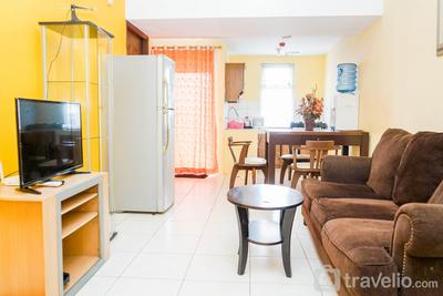 Comfy and Cozy 2BR Great Western Resort Apartment By Travelio