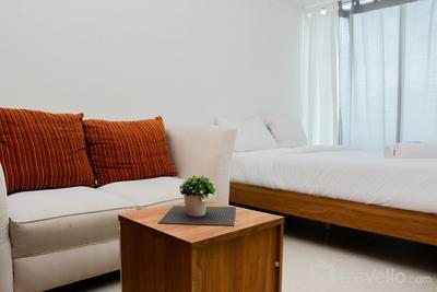 Comfy and Warm Studio Grand Kamala Lagoon Apartment By Travelio