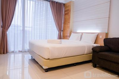 Comfy Studio At Dago Suites Apartment By Travelio