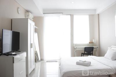 Bright Studio Room at Dago Suites Apartment near ITB By Travelio