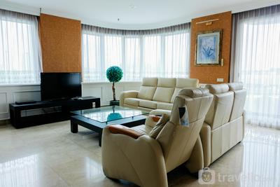 Spacious 2BR Park Royale Apartment By Travelio