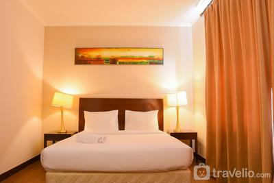Comfy 1BR Queen Bed Ancol Marina Apartment near Dufan By Travelio