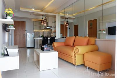 Modern 2BR Apartment at Puncak Bukit Golf with City View By Travelio