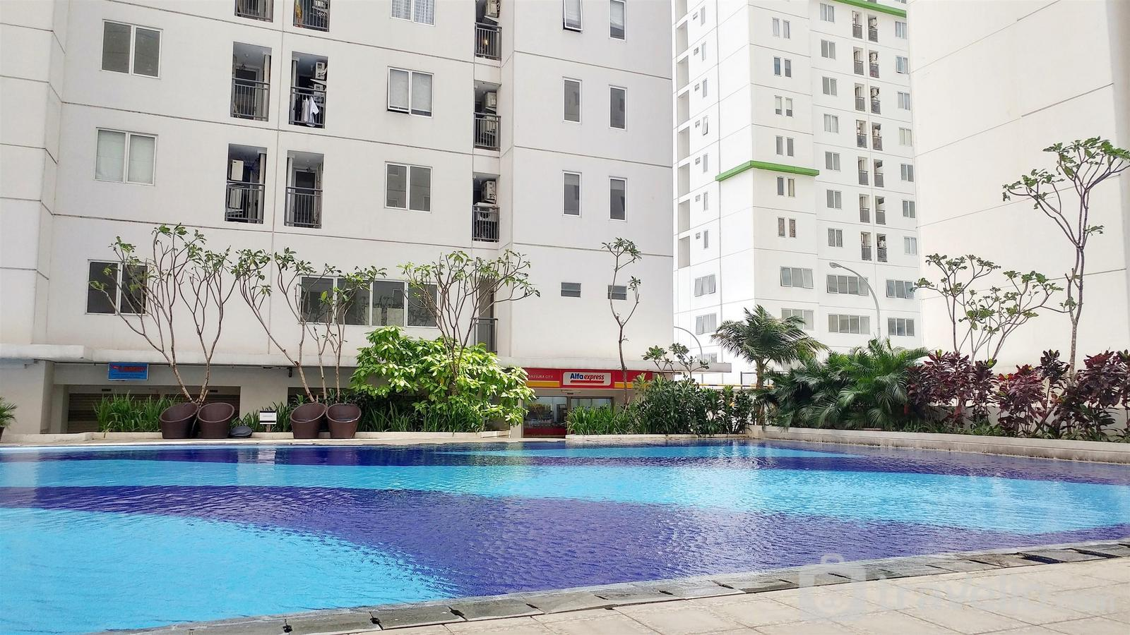 Bassura City Cipinang - 2BR Bassura City Apartment Connect to Pool By Travelio