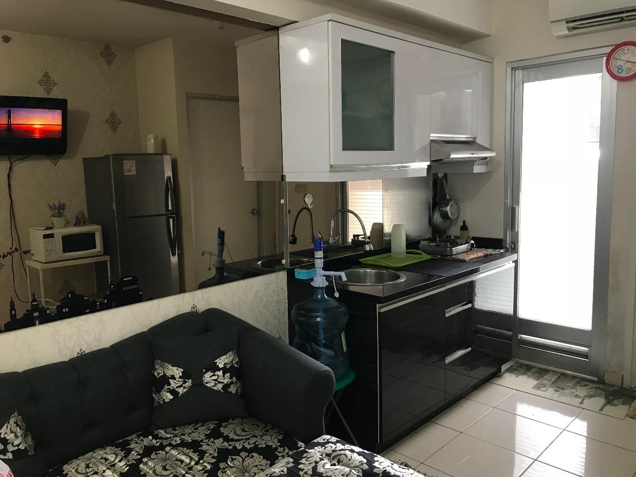 Green Bay Pluit - Black And White Décor 1BR Apartment Green Bay Pluit Tower Akasia