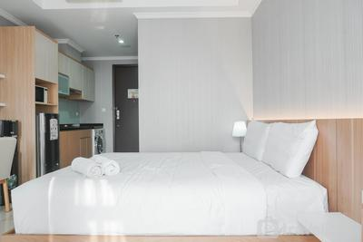Comfort and Cozy Studio at Menteng Park Apartment By Travelio