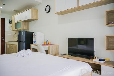 Best Location Studio Apartment at Springwood Residence By Travelio