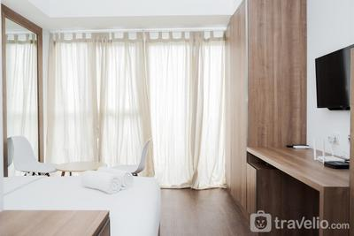 Stylish and Comfy Studio at Casa De Parco Apartment By Travelio
