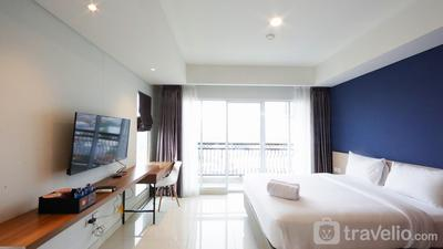 Modern Big Studio at Green Kosambi Apartment near Braga By Travelio