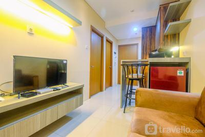 Fully Furnished Apartment with Comfortable Design 1BR Woodland Park Residence By Travelio