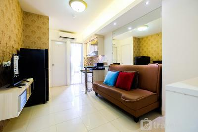 2BR Bassura City Apartment Connect to Pool By Travelio