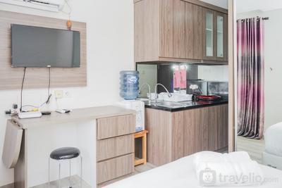 Modern and Good Choice for Studio Room Bintaro Icon Apartment By Travelio