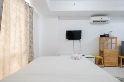 Minimalist Studio at Azalea Suites Cikarang Apartment By Travelio
