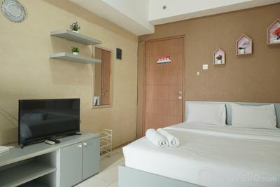 Comfort and Strategic Studio Apartment Margonda Residence 2 near UI By Travelio
