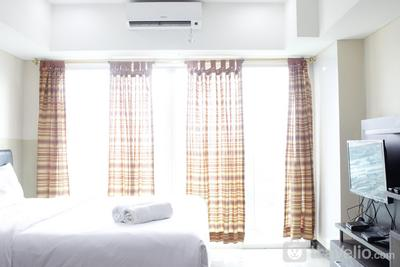 Modern Studio Room at Tamansari La Grande Apartment By Travelio