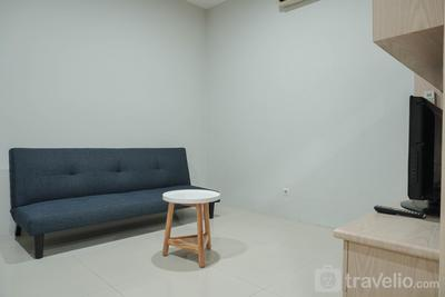 Comfortable and Strategic Place 1BR at Cosmo Mansion Apartment By Travelio