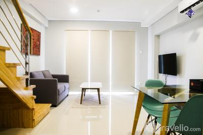 2BR Luxurious Loft Apartment at Maqna Residence By Travelio