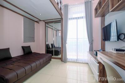 Minimalist and Comfy Studio Dave Apartment By Travelio
