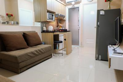 2BR Cozy Green Pramuka Apartment By Travelio