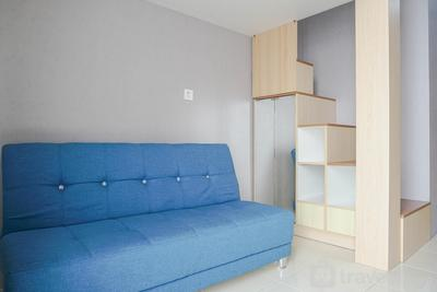 Comfy and Minimalist Studio Dave Apartment near Universitas Indonesia By Travelio