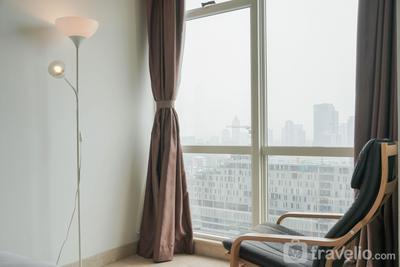 Minimalist and Strategic Studio Room at Menteng Park Apartment By Travelio