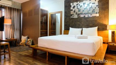 Elegant and Chic Studio Tamansari Semanggi Apartment By Travelio
