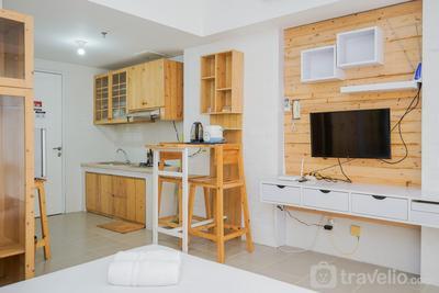 Cozy and Minimalist Studio Altiz Bintaro Plaza Apartment By Travelio