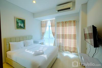 Best Emerald Studio Room Apartment at Capitol Park Residence By Travelio