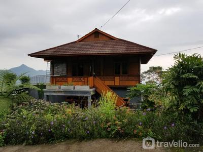 4 Bedroom Villa A. B Walewangko