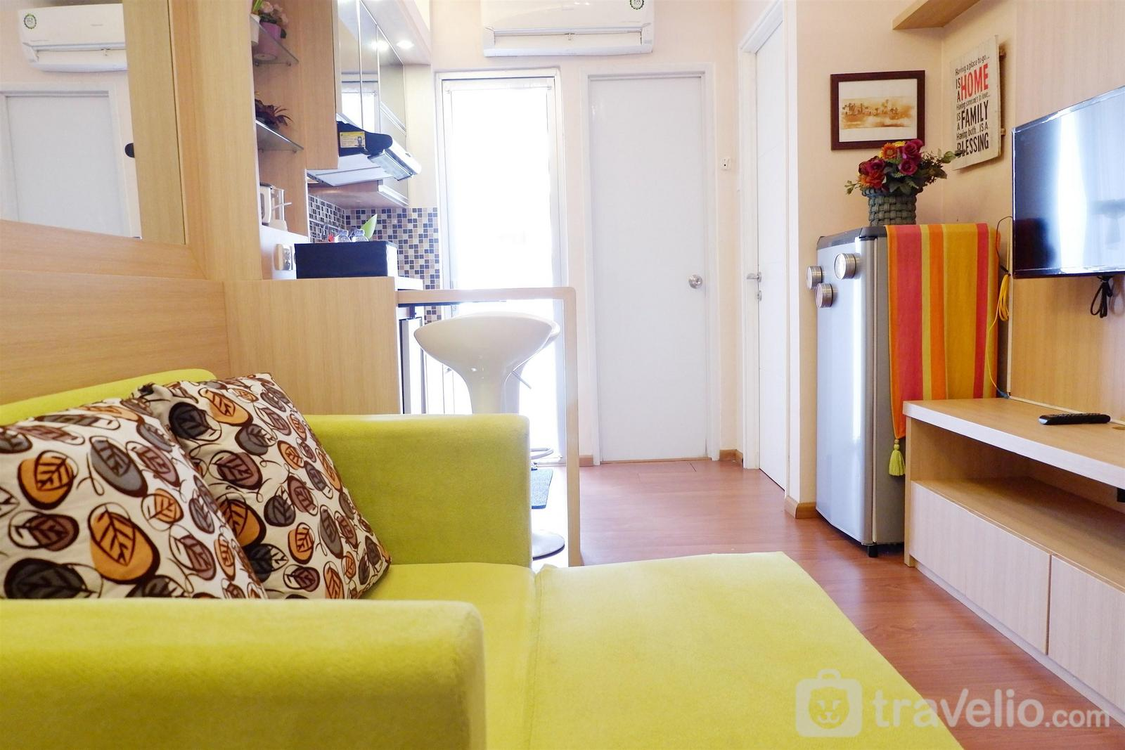 Bassura City Cipinang - Cozy & Comfortable 2 BR near Mall at Bassura City Apartment By Travelio