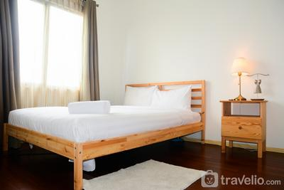 Comfy 2BR Sudirman Park Apartment at Central Area By Travelio