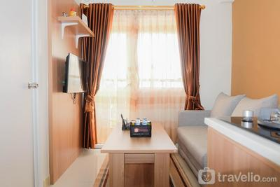 Fully Furnished and Comfortable 2BR Green Pramuka Apartment By Travelio