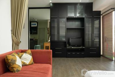 Big and Cozy Studio Apartment at Puri Garden By Travelio