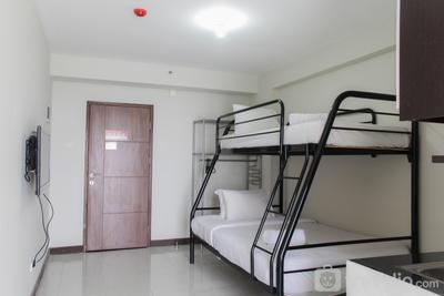 Comfort Studio Pluit Sea View Apartment By Travelio
