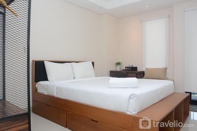 Comfy and Minimalist Studio Kebayoran Icon Apartment By Travelio