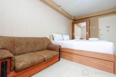 Comfortable and Clean Studio Green Palace Kalibata Apartment By Travelio