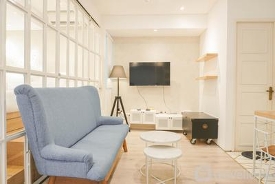 Best Homey & Relax 1BR at Pakubuwono Terrace Apartment By Travelio