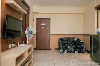 Homey and Compact 2BR Pluit Sea View Apartment By Travelio